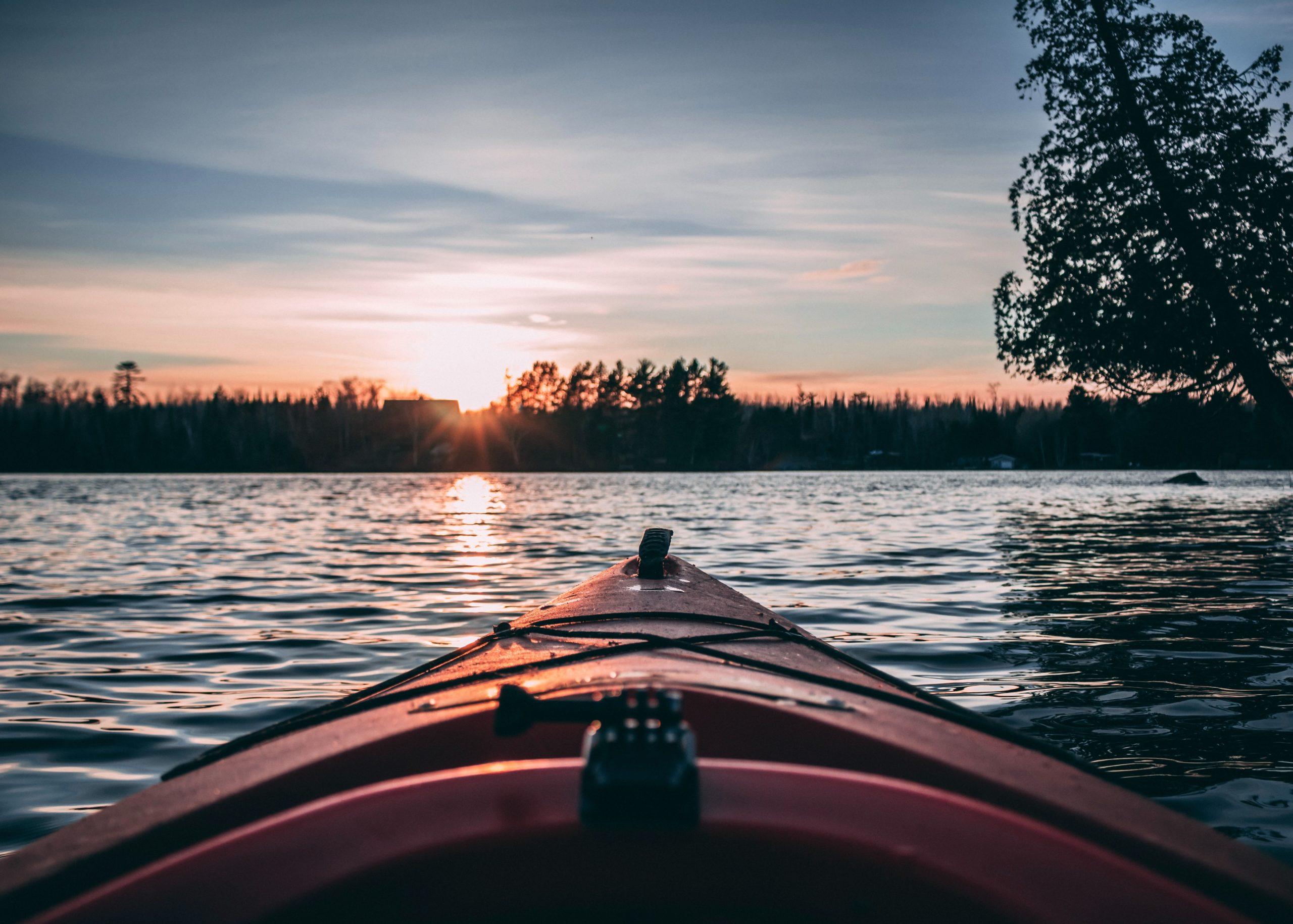 Canoe sur un etang en Sologne pour un enterrement de vie de jeune garcon
