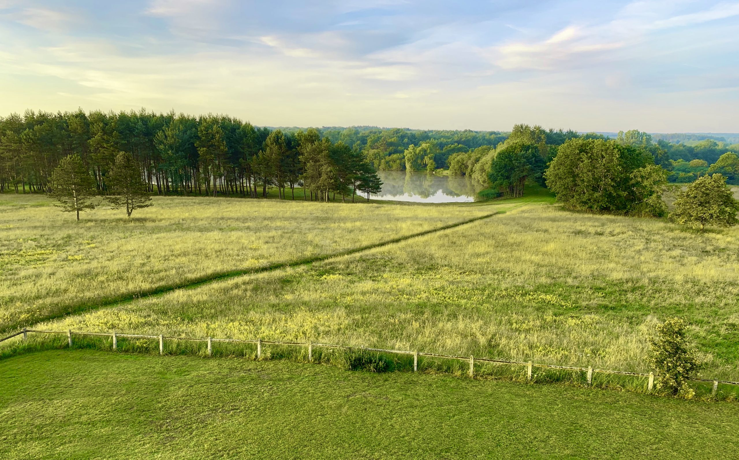 etang en sologne sur le domaine de la Blondellerie, avec espaces verts pour des séminaire, mariages... en Sologne