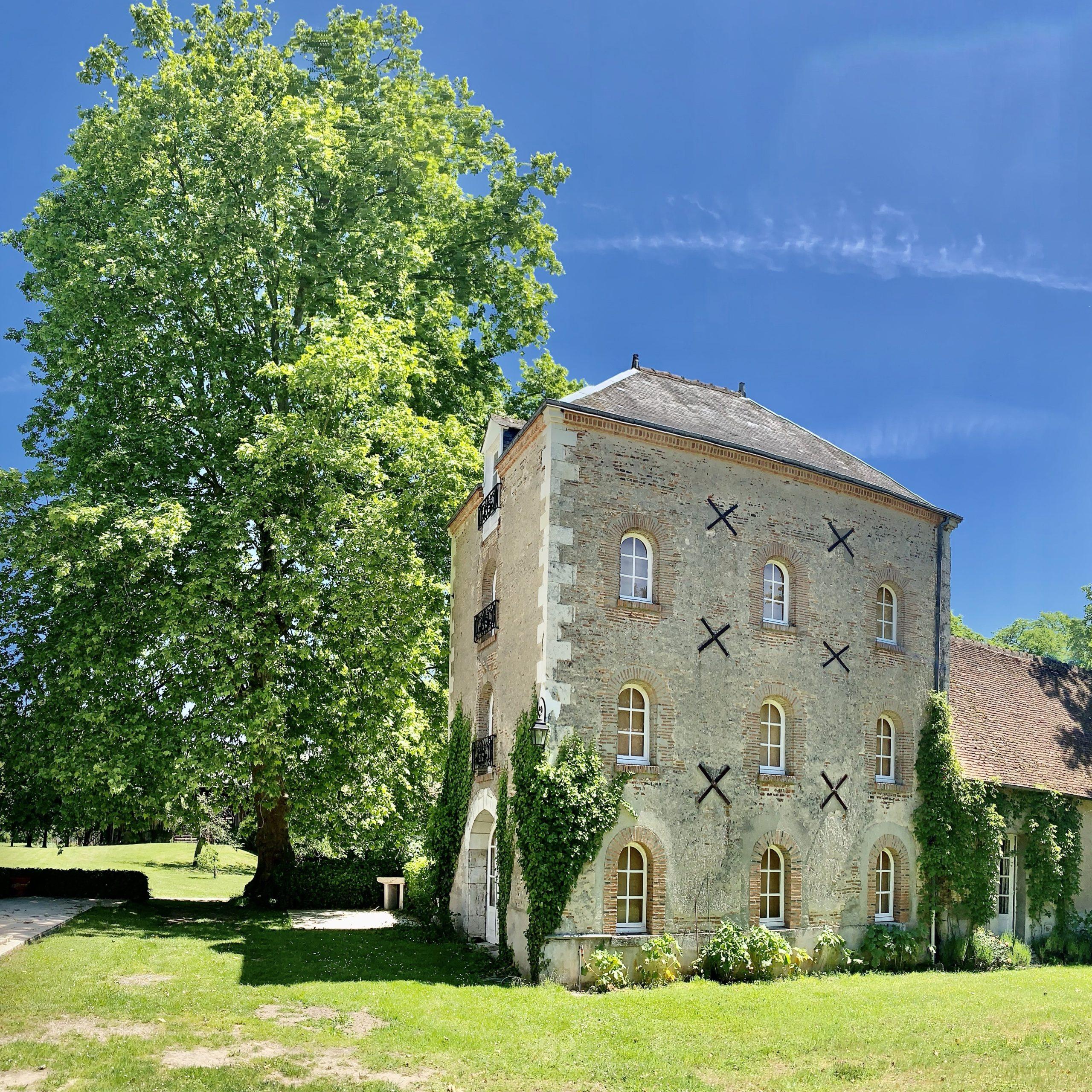 batiment : la tour d'exposition sur le domaine de la Blondellerie en Sologne